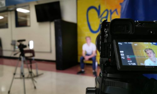 Das Bild zeigt einen kleinen Ausschnitt eines Interviews, welches Vogelblick für eine Filmproduktion aufgenommen hat.